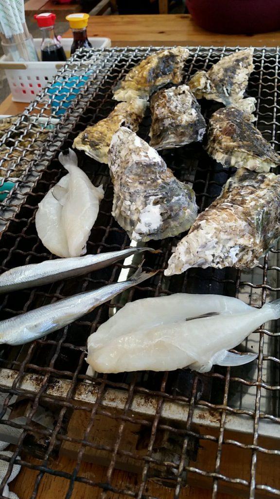 牡蠣は年明けの大きなぷりぷりがいいね。服部屋 (はっとりや)へ。